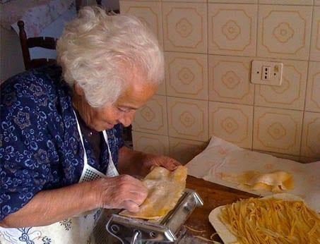 Italia making pasta